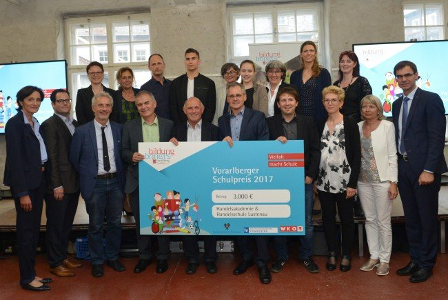 """Als """"Schule mit starker Entwicklungsorientierung"""" bekam die HAK/HAS Lustenau den Hauptpreis in der Kategorie Sekundarstufe II."""
