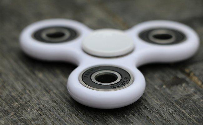 Um die Fidget Spinners ist ein wahrer Spielzeug-Hype ausgebrochen.