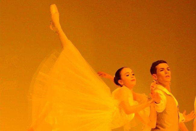 Am Pfingstsonntag lädt die DANCE HALL zur Jubiläumsaufführung in die Kulturbühne AMBACH
