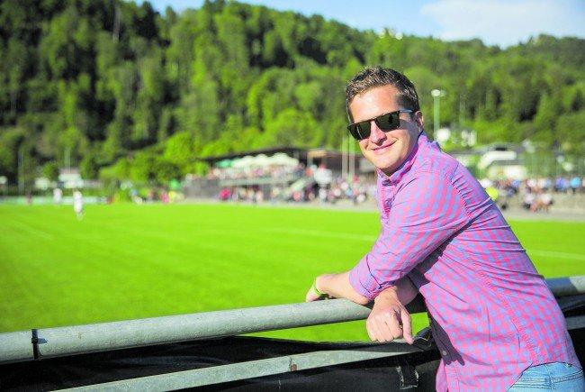 Sport-Kommentator Oliver Polzer im Wann und Wo Interview.