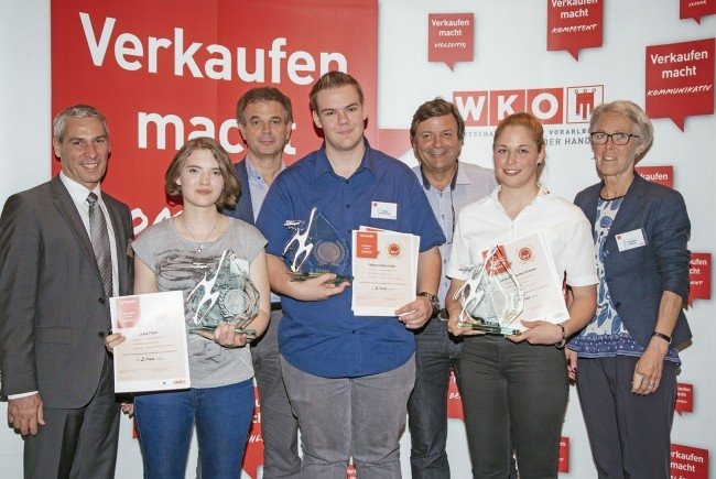 Bildungssprecher Gut, stv. WKV-Direktor Jenny, Landesschulinspektor Winsauer und Spartenobfrau Fröwis gratulierten den drei Erstplatzierten.
