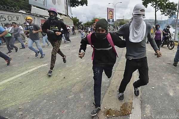 Fast 100 Verletzte bei Protesten gegen Regierung in Venezuela