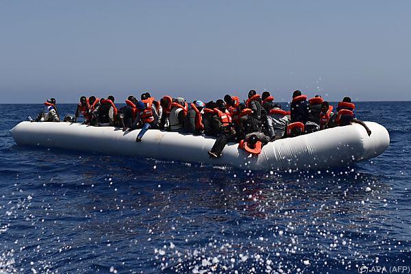 Allein am Freitag wurden über 2.000 Migranten geborgen