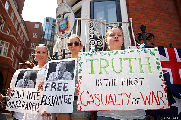 Viele Menschen setzen sich für Assange ein