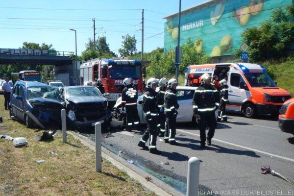 Mehrere Fahrzeuge von Feuerwehr und Rettung waren im Einsatz