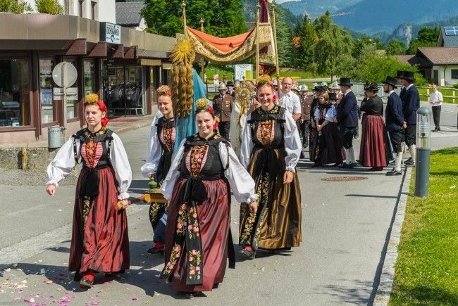 Die Fronleichnamsprozession von Vandans hat eine lange Tradition, die noch immer mit viel Eifer gelebt wird.