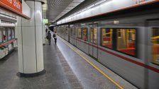 Schutzengel: 91-Jährige stürzt auf U-Bahn-Gleise
