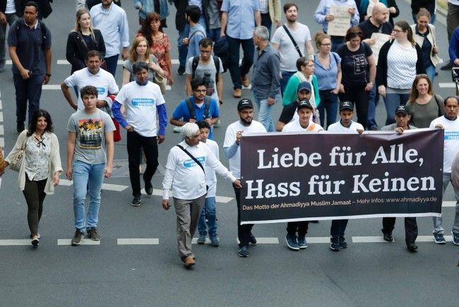 Köln: Muslime demonstrieren gegen islamistischen Terror class=
