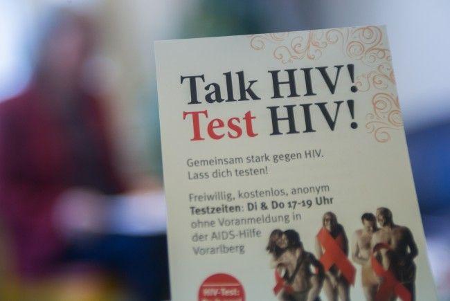 Jährlich für die Aidshilfe über 1.000 Beratungen durch.