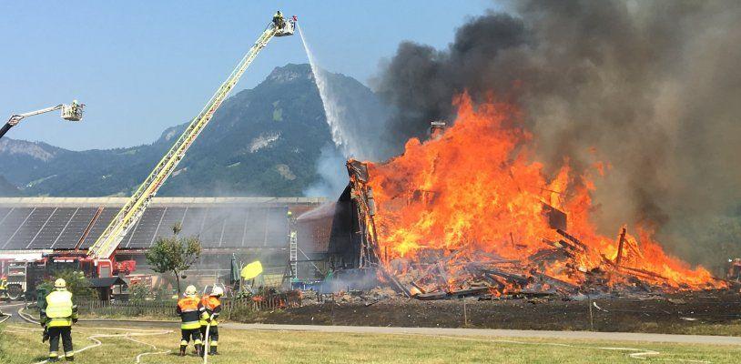 Großbrand auf Bauernhof in Götzis - Wohngebäude wurde Raub der Flammen