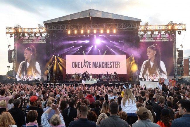 Manchester - 50.000 Menschen bei Benefizkonzert