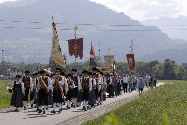 Prozession Brederis