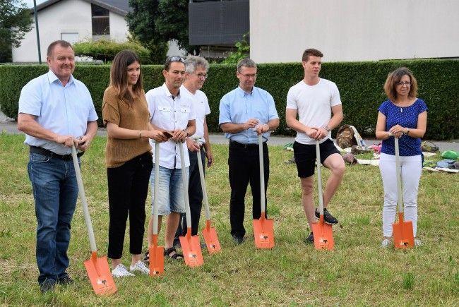 Vor wenigen Tagen legte die Gemeinde den Grundstein für den Bau des neuen Kindergartens im Bereich Moosfeld.