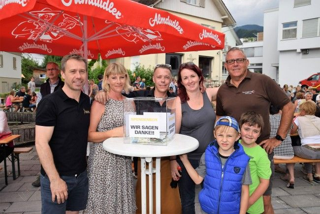 v.l. Ernst Seidl (Seidl Catering), Cornelia Krättli (Cikai), Ralf Seidl (Schlössle DIE BAR), Heike Lampert, Eugen Lampert, Daniel & Philipp