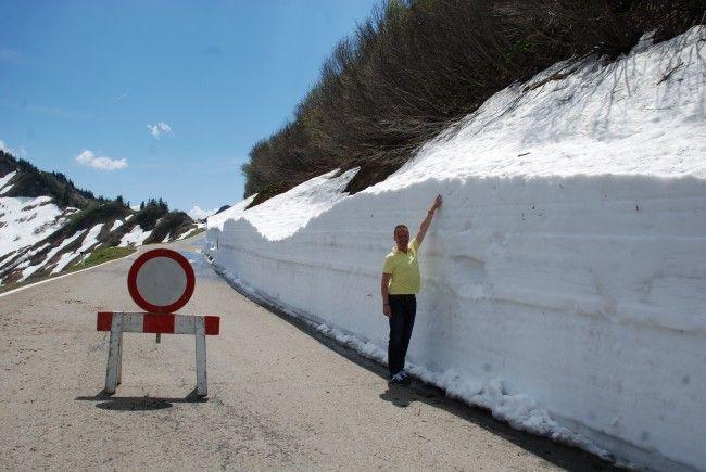 Da hatte die Schneefräse des Landesstraßenbauamtes noch einiges zu tun