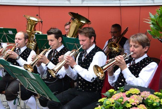 Bei guter Witterung spielt der Musikverein Braz zum Jubiläumsfrühschoppen auf.
