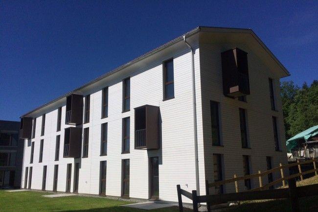 - 2-, 3- und 4-Zimmer Wohnungen mit Balkon, Garten mit Kabane, Carport