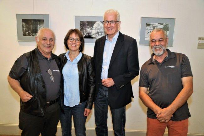 Roland Zanettin mit Bürgermeister Wilfried Berchtold mit Gattin Sabine und Willi  Schmidt (Fotoclub Kontakt).