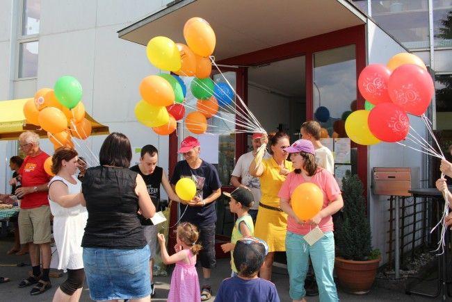 Bunter Luftballonwettbewerb an der Lebenshilfe Werkstätte