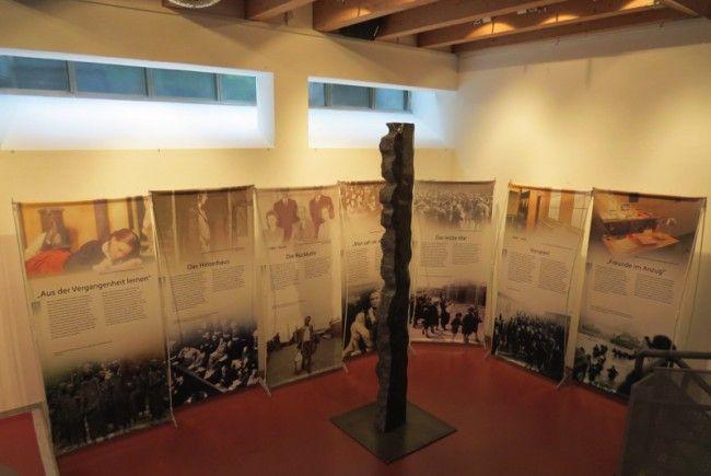 Eine interessante sowie umfangreiche Ausstellung für Jugendliche zeigt zurzeit das Theater am Saumarkt.
