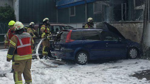 Pkw-Brand in Dornbirn - Zwei Fahrzeuge durch Feuer zerstört