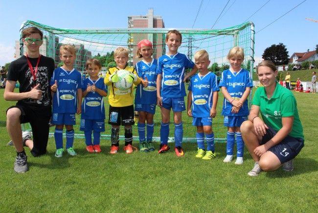 Mit dabei auch das U 7 Team des SV Typico Lochau mit den Trainern Desiree Sutter und Lukas Slemenda.