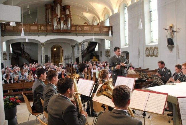 """Bei der """"Langen Nacht der Kirchen"""" in Lochau hatte auch die Militärmusik Vorarlberg im klangvollen Ambiente des Kirchenraums einen Auftritt."""