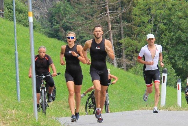 Der Sprinttriathlon fordert den Teilnehmern einiges an Energie ab.