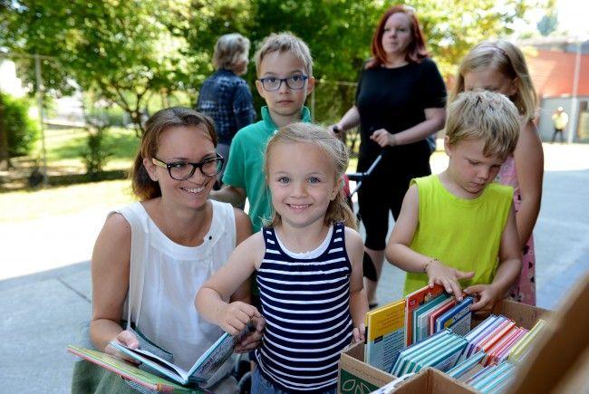 Auch ein Bücherflohmarkt gehört zum Sonnenfest in Mäder