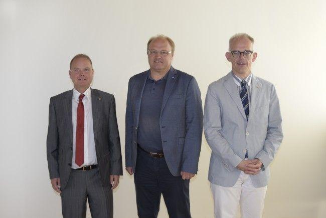 v.l.n.r.: Thomas Lang (Präsident Lions Rheintal amKumma), Elmar Rhomberg (Bürgermeister Lauterach) & Daniel Spiegel (Präsident Lions Club Vorarlberg Rheindelta Hofsteig)