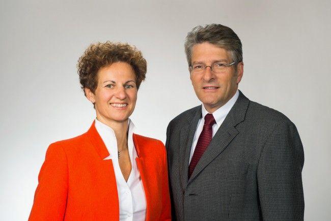 Leiten die Vorarlberger Apothekerkammer auch in den kommenden fünf Jahren: Vizepräsidentin Susanne Schützinger-Österle und Präsident Jürgen Rehak
