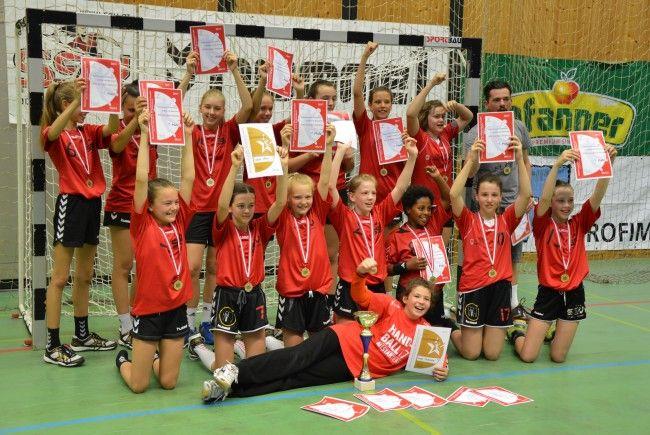 Großer Jubel beim U12-Team des SSV Dornbirn Schoren, das sich letztes Wochenende den Staatsmeistertitel im Handball holte.