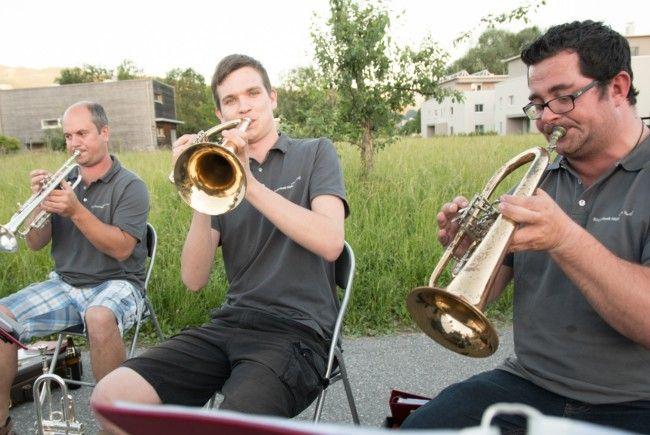 Die Musiker des Bürgermusikverein Mäder beim Auftakt zu