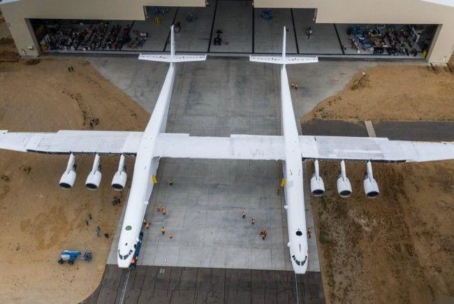 Größtes Flugzeug der Welt soll Rakten ins All schießen