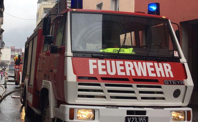 Die Feuerwehr musste den Kraftfahrer befreien.