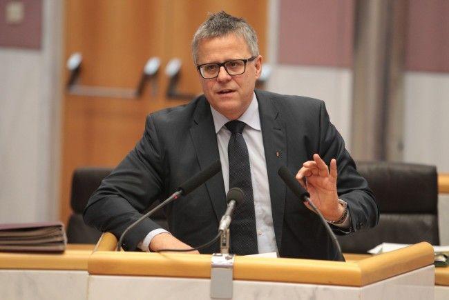 ÖVP-Klubobmann Frühstück hält es für falsch, bei den Sozialausgaben Flüchtlingsausgaben und Wohnbauförderung gegenzurechnen.