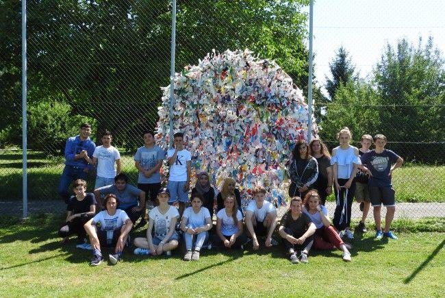 Die 4c-Klasse der Mittelschule Kirchdorf thematisierte den eigenen Veränderungsprozess und die Plastikproblematik.