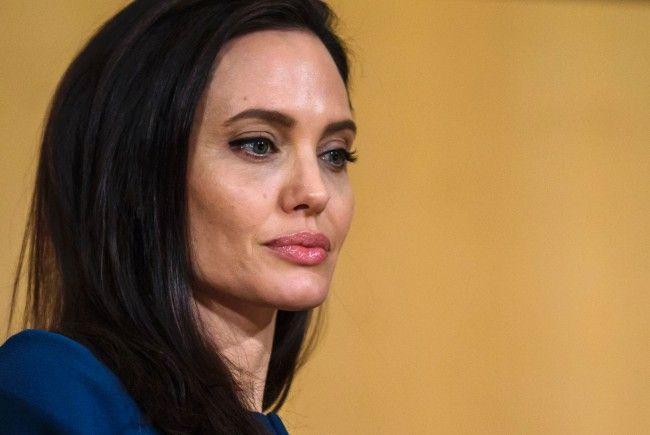 """Angelina Jolie äußerte sich in der aktuellen Ausgabe der """"Vanity Fair"""" zur Trennung von Brad Pitt."""