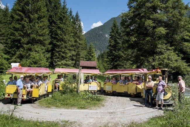 Reisegruppe im Rotlechtal