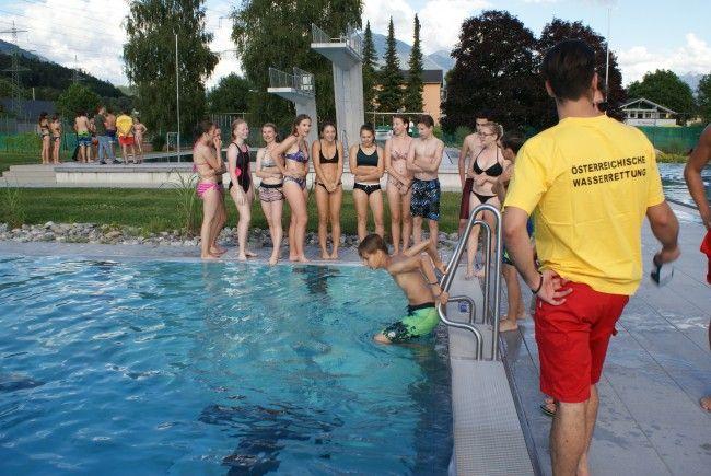 Die Gymnsiasten bereiteten sich auf eine herausfordernde und vielfältige eventuelle Tätigkeit im Dienst der Badesicherheit vor.