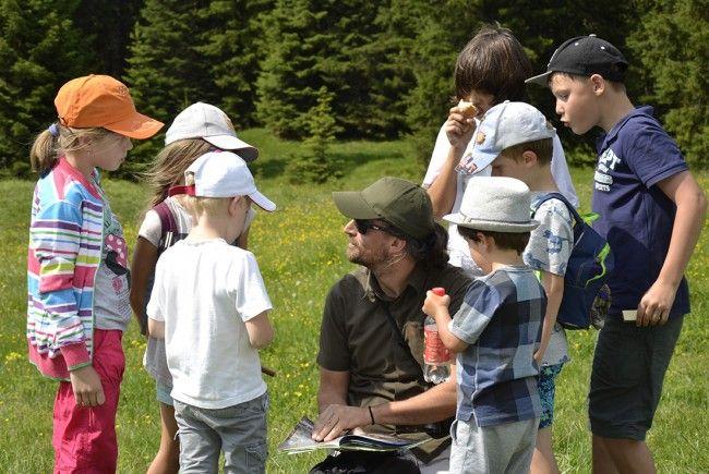 Die Lecher Kinder freuten sich über einen besonderen Einblick in das faszinierende Leben der kuscheligen, pelzig-putzigen Murmeltiere
