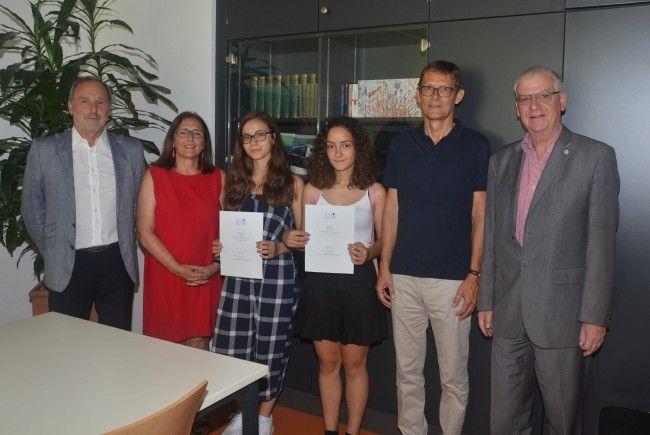 (vlnr) HR Dir. Mag. Klemens Voit, Prof. Gabriele Morscher, Dione Azemi, Luana Peters, Prof. Wolfgang Türtscher, Prof. Stephan Schmid