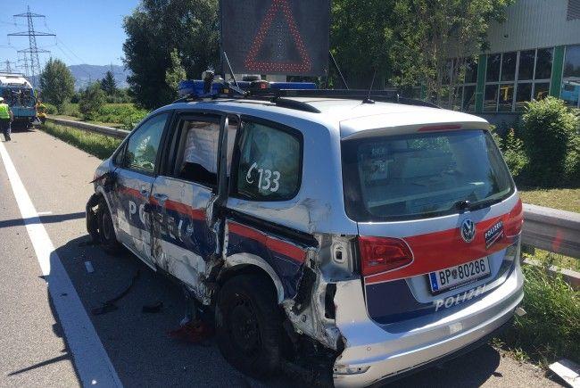 Vorarlberg: Lkw rammt Polizeiauto auf A14