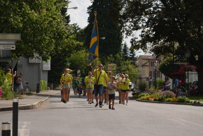 Einzug der Jugendmusiken beim Sommerfest der Bürgermusik Hohenems