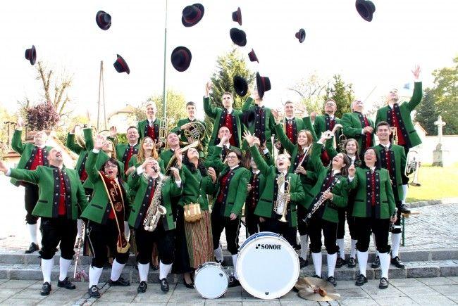 Die Johannser Dormusik aus dem Mostviertel wird am Sonntag auf der Alpengasthof-Panoramaterrasse ein Blasmusikkonzert zum Besten geben