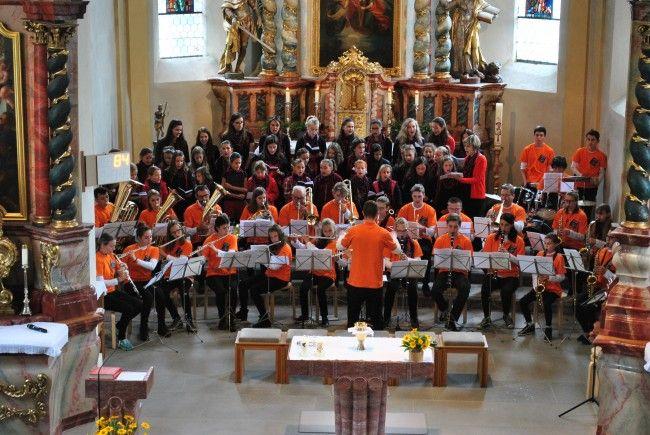 Gelungene Jahresabschlussmesse des Mädchenchores und der Jugendkapelle Nüziders