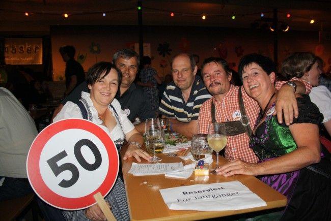 """Das Lochauer Dorffest ist eine willkommene Gelegenheit, sich im """"Jubiläumsjahr"""" zu treffen und miteinander in fröhlicher Runde diesen """"runden Geburtstag"""" zu feiern!"""