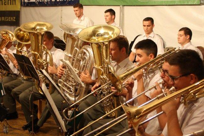 Blasmusik vom Feinsten mit der Militärmusik Vorarlberg beim Sommerkonzert 2017 im Lochauer Schulhof.
