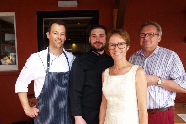 Mehrwert -  Koch Alexander Kowarc, Dominik und Karlheinz Hehle (Hotel Schönblick) sowie Projektleiterin Angelika Stöckler