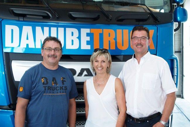 Werkstattleiter Bruno Bischof und Danube Truck Standortleiter Markus Monz mit Margot